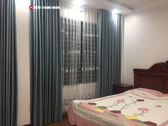 Rèm vải một màu RV-568-1 và Rèm voan thêu 402-2-90 cho phòng ngủ