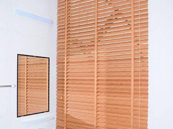 Mành nhựa giả gỗ giá rẻ che nắng cửa sổ tại huyện Thanh Trì