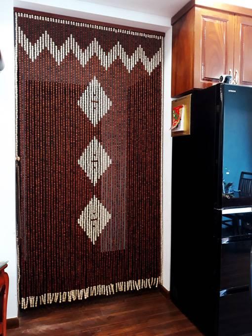 Rèm hạt gỗ treo cửa đi phòng Bếp